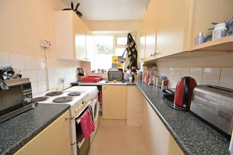 2 bed flat for sale in Farleigh Road  - Property Image 3