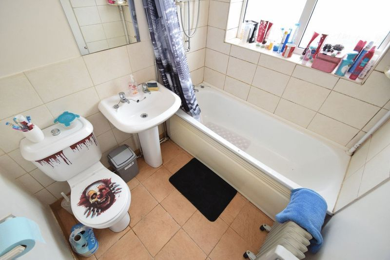 2 bed flat for sale in Farleigh Road  - Property Image 4