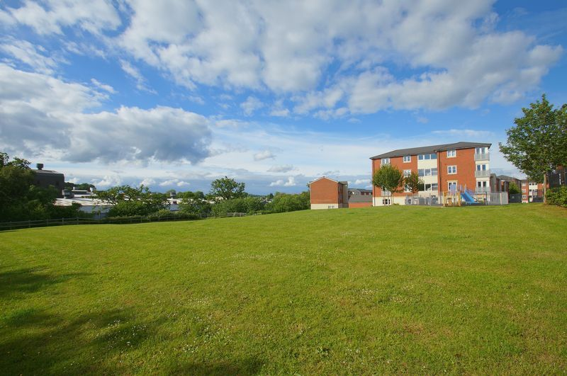 2 bed flat for sale in Hollington House 12