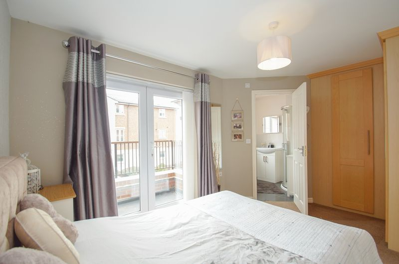 4 bed house for sale in Dixon Close 2