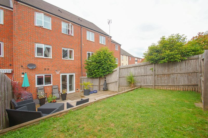 4 bed house for sale in Dixon Close 17