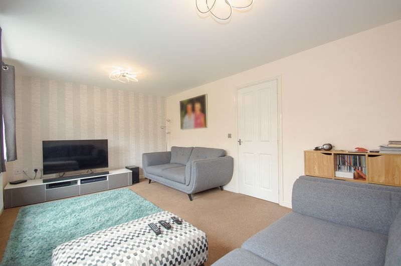 4 bed house for sale in Dixon Close  - Property Image 4