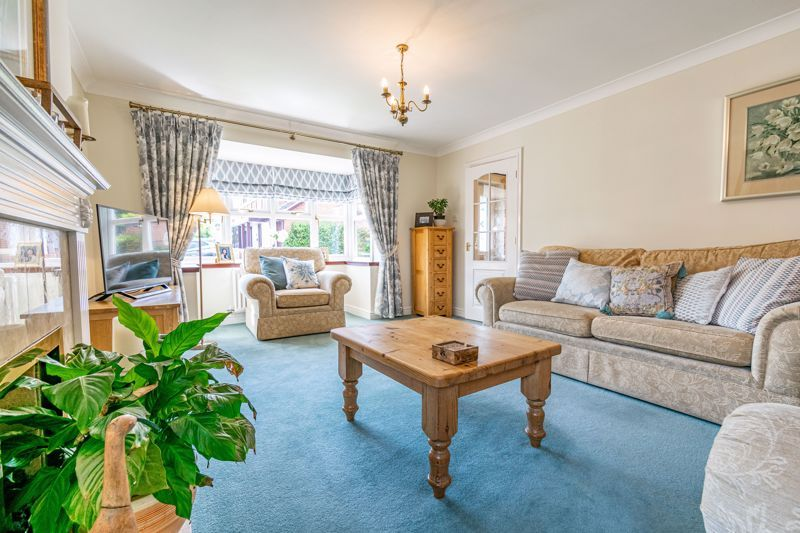 4 bed house for sale in Ploughmans Walk  - Property Image 2