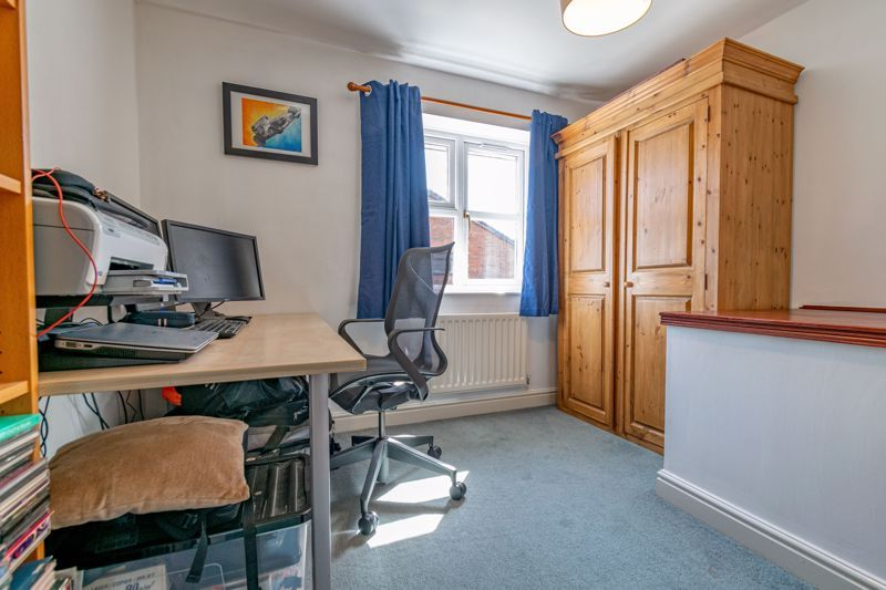 4 bed house for sale in Ploughmans Walk  - Property Image 11