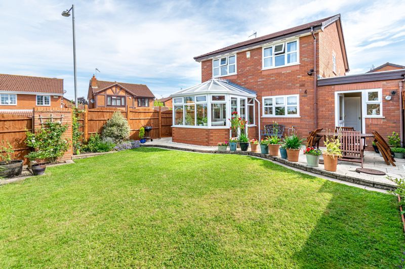 4 bed house for sale in Ploughmans Walk  - Property Image 13