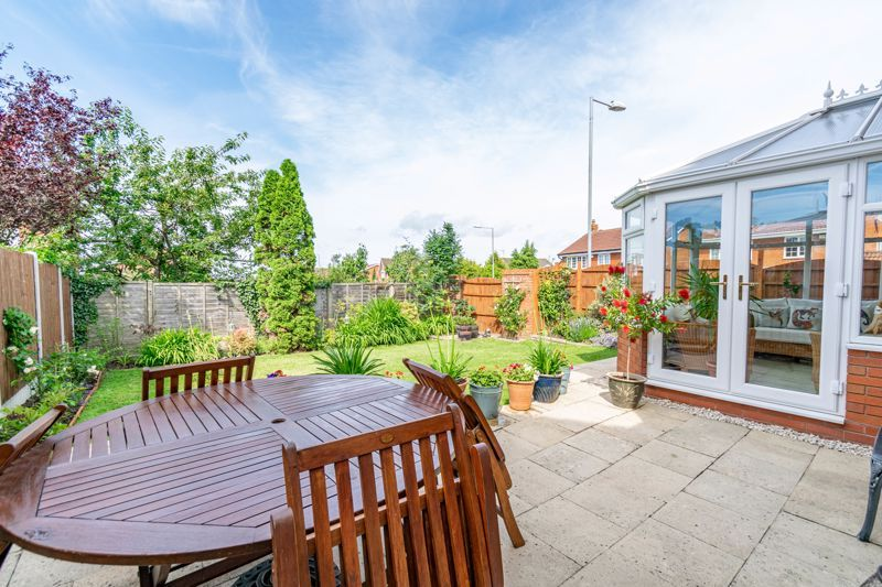 4 bed house for sale in Ploughmans Walk  - Property Image 14