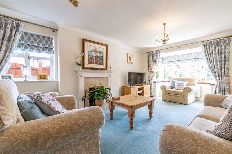 4 bed house for sale in Ploughmans Walk  - Property Image 16