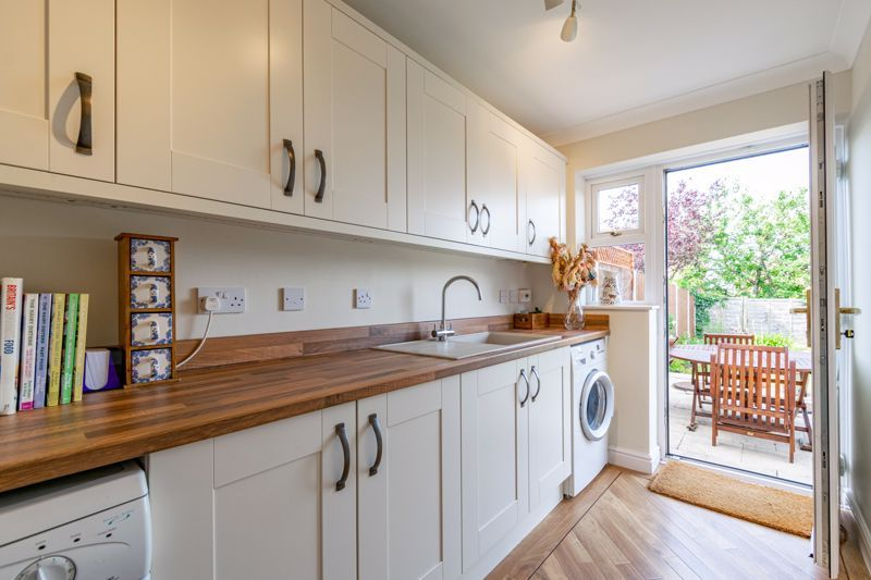 4 bed house for sale in Ploughmans Walk  - Property Image 17