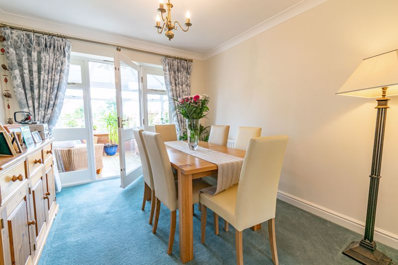 4 bed house for sale in Ploughmans Walk 3