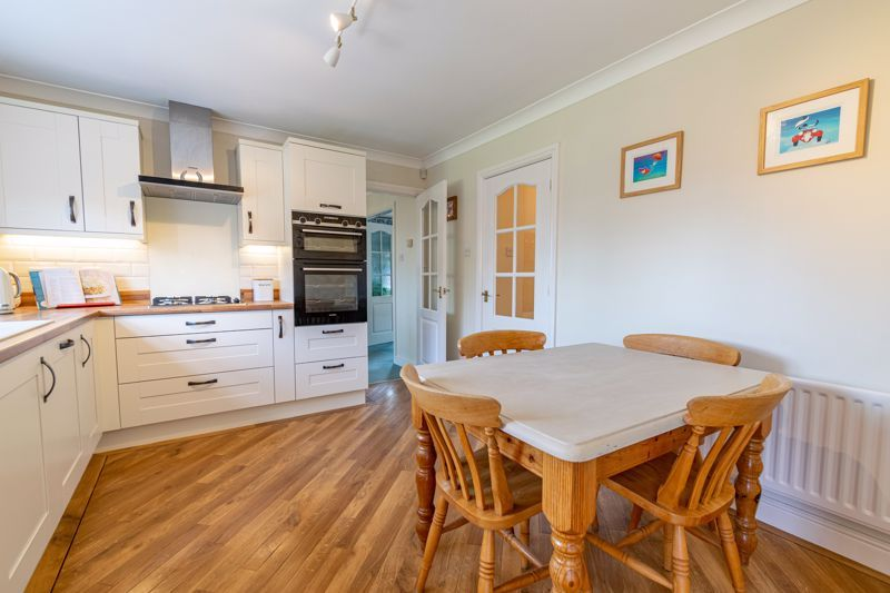 4 bed house for sale in Ploughmans Walk 5