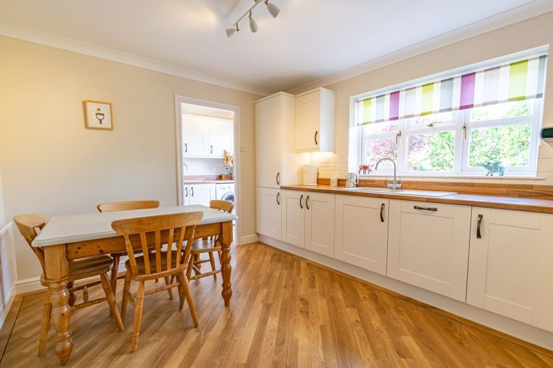 4 bed house for sale in Ploughmans Walk  - Property Image 6