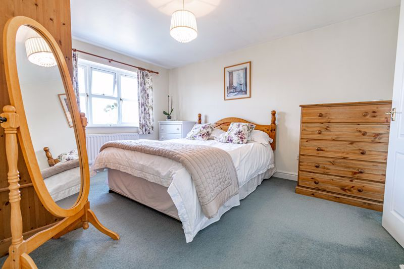 4 bed house for sale in Ploughmans Walk  - Property Image 7