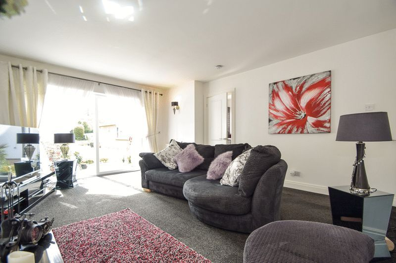 2 bed house for sale in Brueton Avenue  - Property Image 4