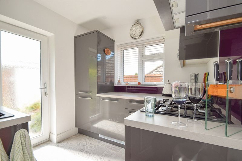 2 bed house for sale in Brueton Avenue  - Property Image 5