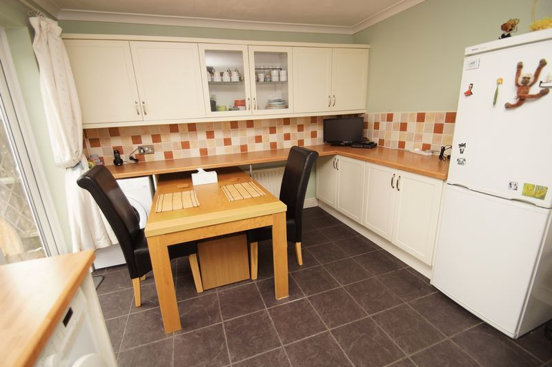 2 bed house for sale in Vallet Avenue 5