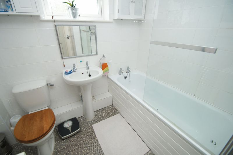 2 bed house for sale in Vallet Avenue 8