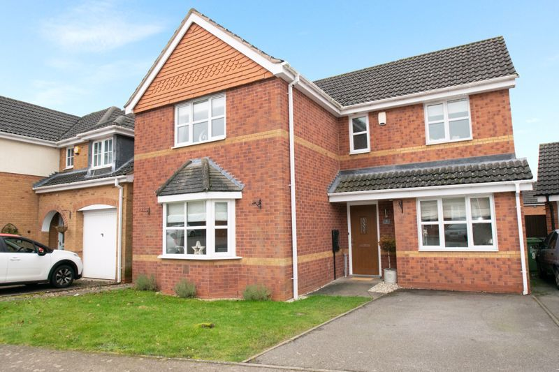 4 bed house for sale in Findon Close - Property Image 1