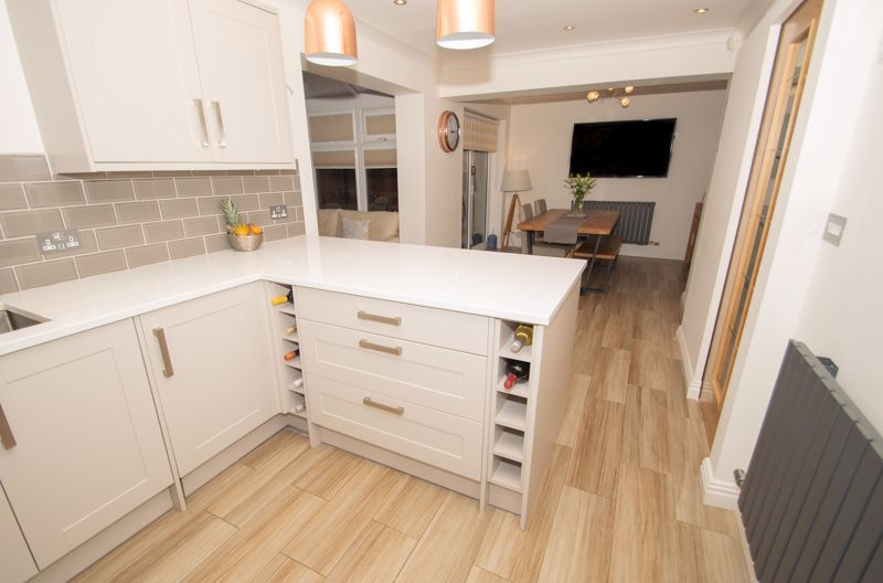 4 bed house for sale in Findon Close 2