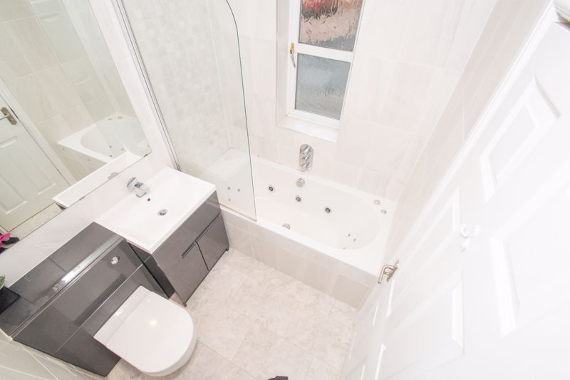 4 bed house for sale in Findon Close 11