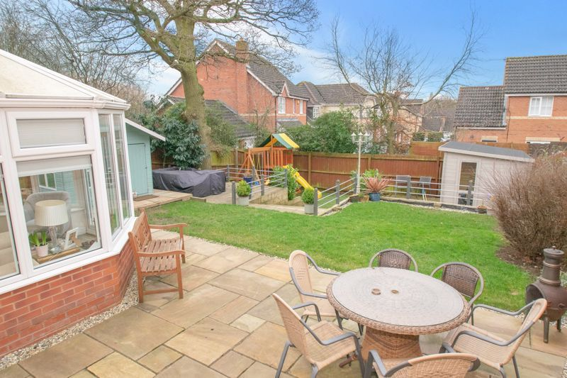 4 bed house for sale in Findon Close 12