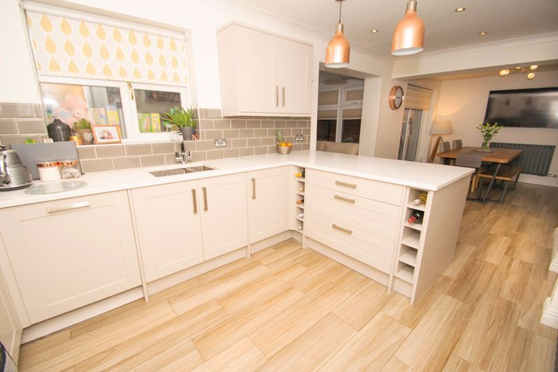 4 bed house for sale in Findon Close 15