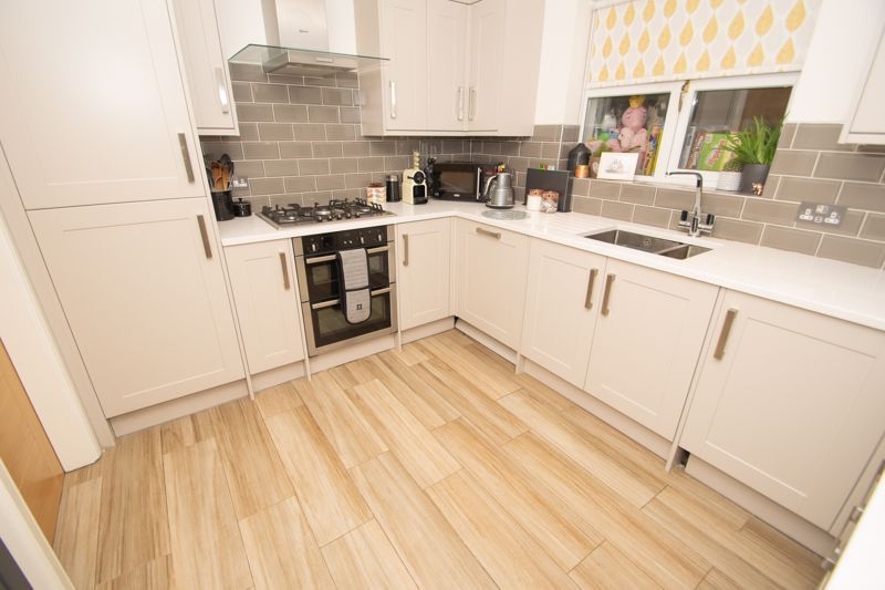 4 bed house for sale in Findon Close 18