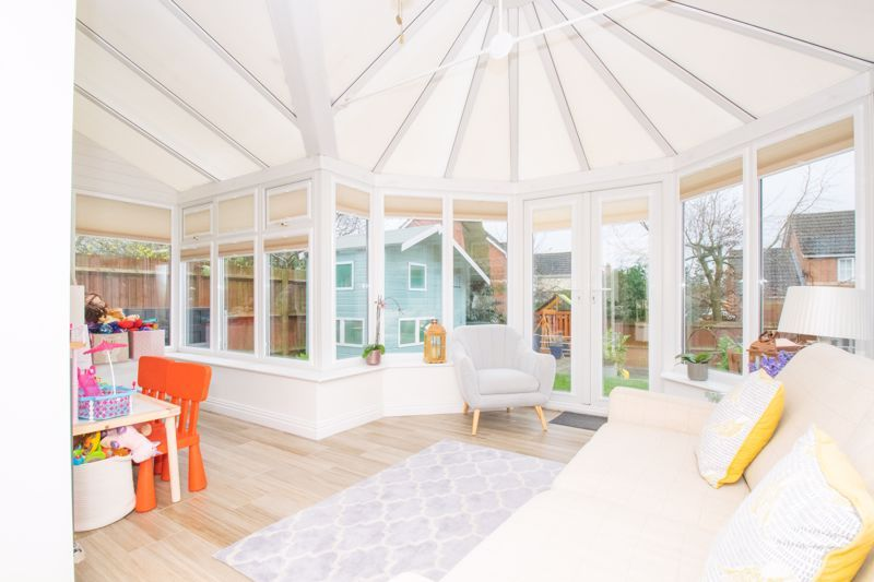 4 bed house for sale in Findon Close  - Property Image 3