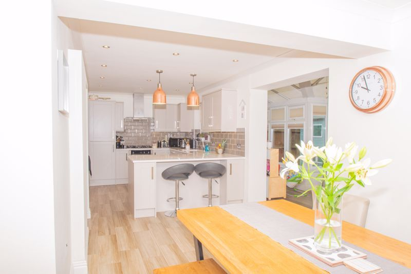4 bed house for sale in Findon Close 4