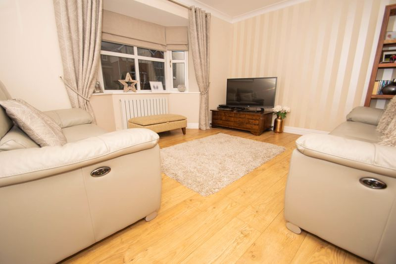 4 bed house for sale in Findon Close 5