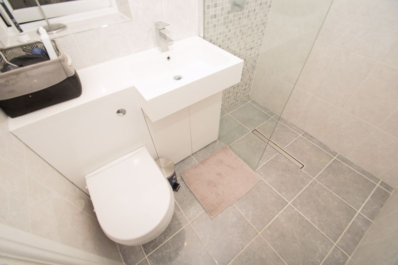 4 bed house for sale in Findon Close  - Property Image 8