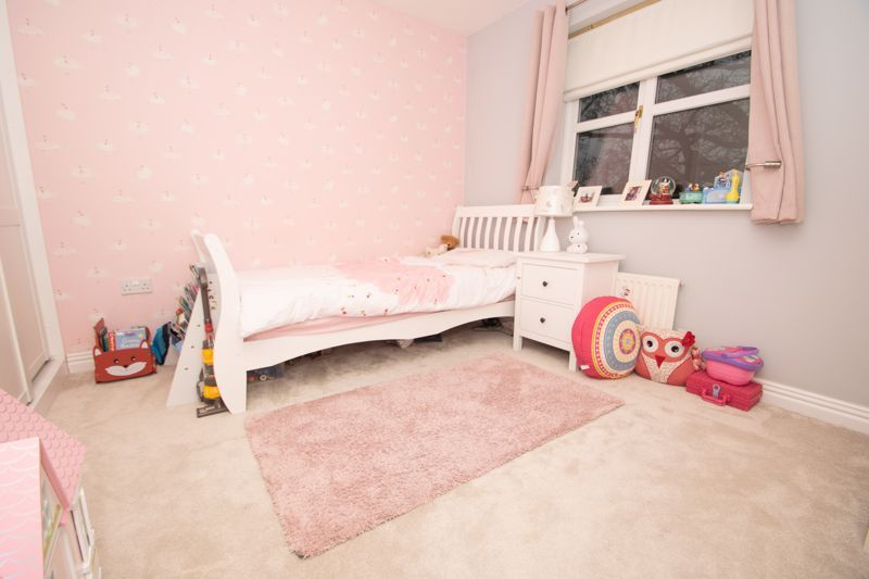 4 bed house for sale in Findon Close 9