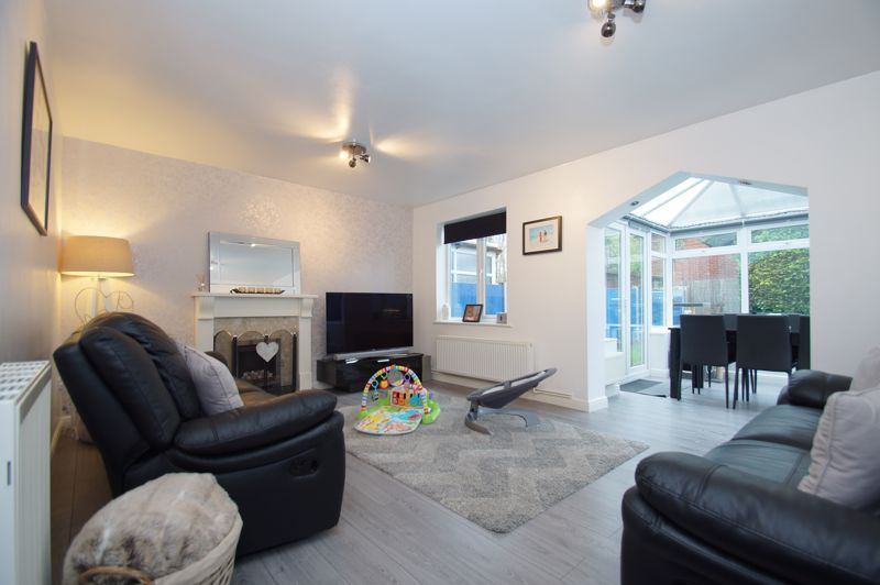 3 bed house for sale in Abbotswood Close  - Property Image 2