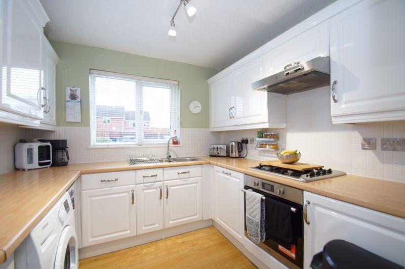 3 bed house for sale in Abbotswood Close  - Property Image 5