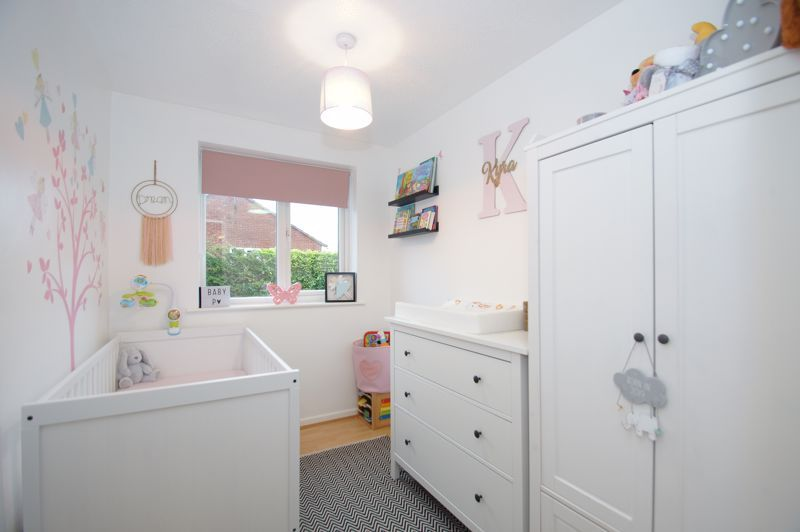3 bed house for sale in Abbotswood Close 9