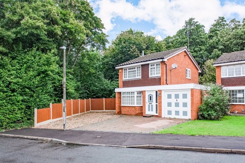 3 bed house for sale in Berkeley Close - Property Image 1