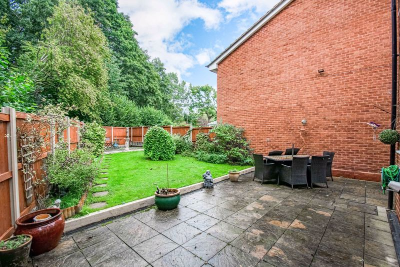 3 bed house for sale in Berkeley Close 13