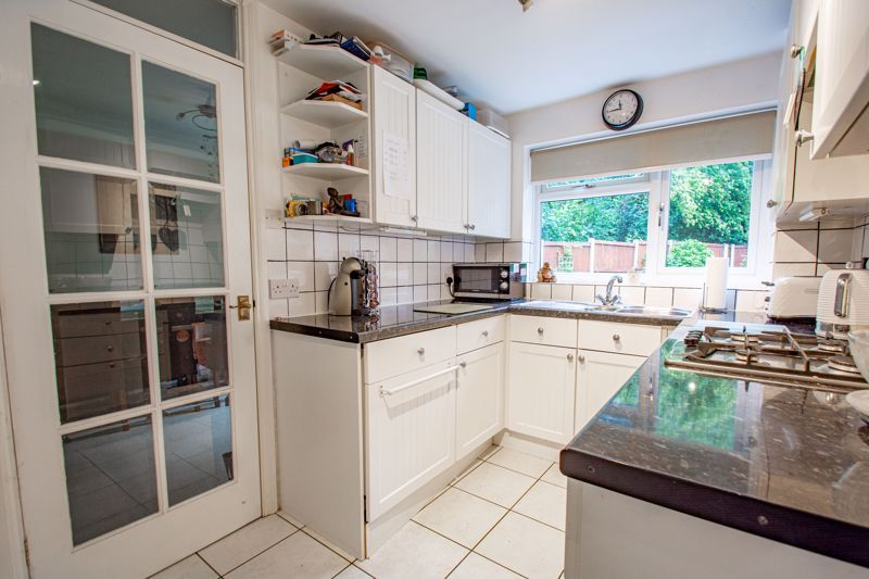 3 bed house for sale in Berkeley Close 5