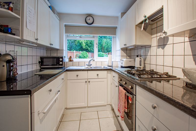 3 bed house for sale in Berkeley Close 6