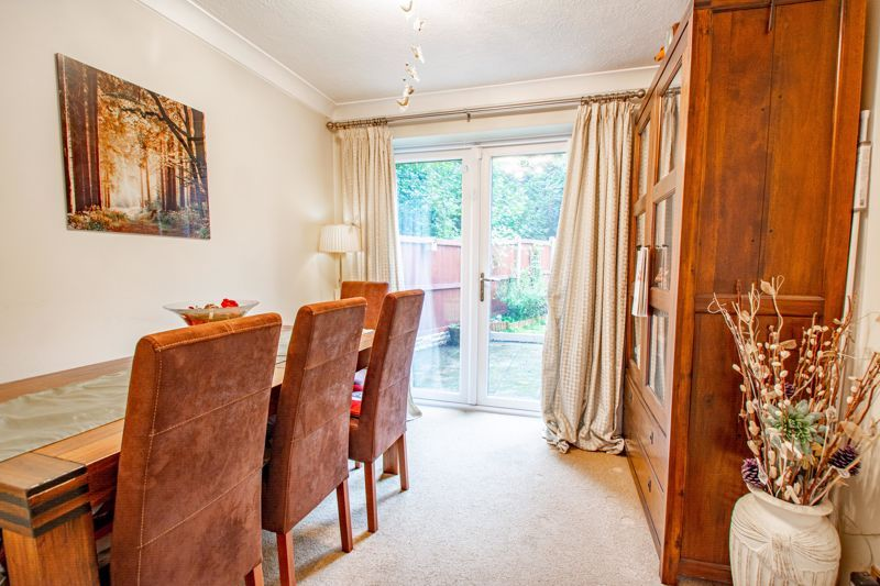 3 bed house for sale in Berkeley Close 7
