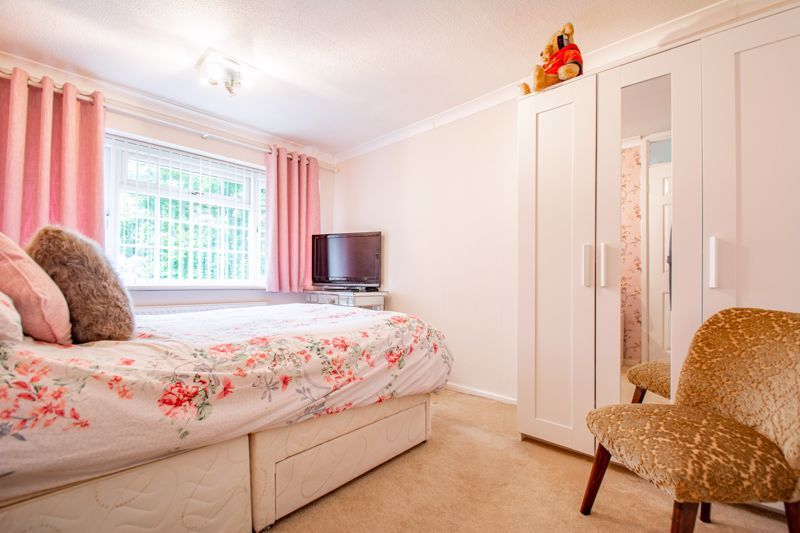 3 bed house for sale in Berkeley Close 8