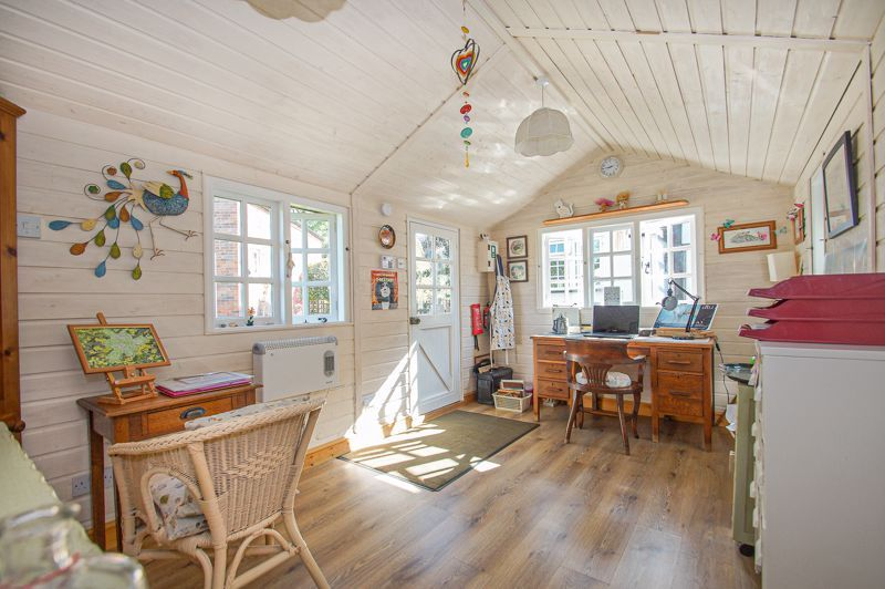 3 bed cottage for sale in Holt Hill 11