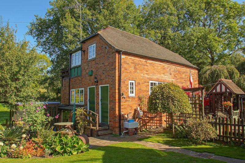 3 bed cottage for sale in Holt Hill 12