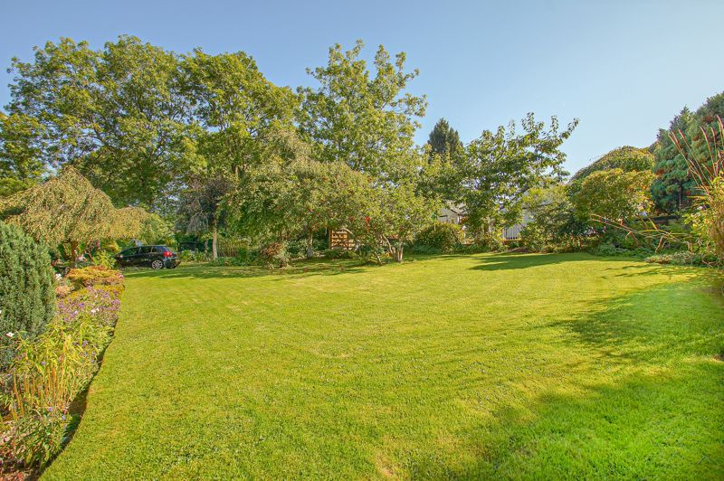 3 bed cottage for sale in Holt Hill 15