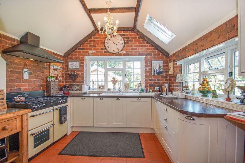 3 bed cottage for sale in Holt Hill 7