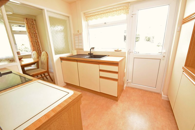 2 bed bungalow for sale in St. Peters Close 7