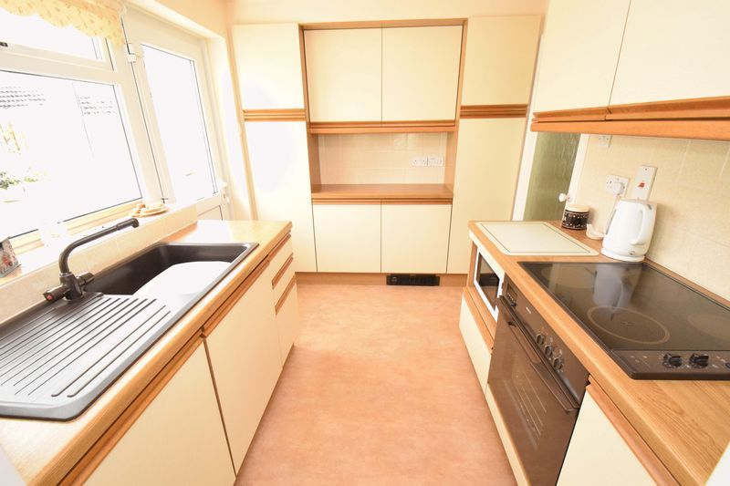 2 bed bungalow for sale in St. Peters Close 8