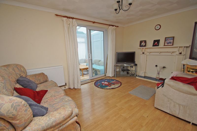 3 bed house for sale in Exhall Close 2