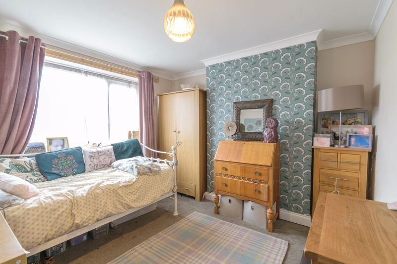 3 bed house for sale in Foxwalks Avenue 5