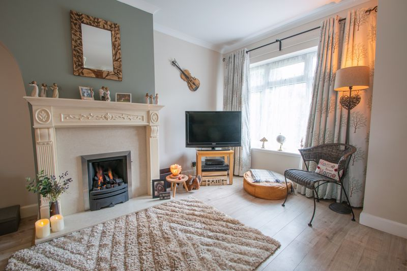 3 bed house for sale in Hill Top Road  - Property Image 3