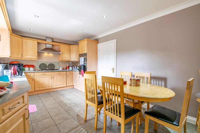 5 bed bungalow for sale in Morton Lane  - Property Image 3